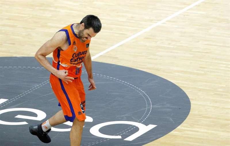 El alero de Valencia Basket, Fernando San Emeterio, hace un gesto de rabia durante un partido. EFE