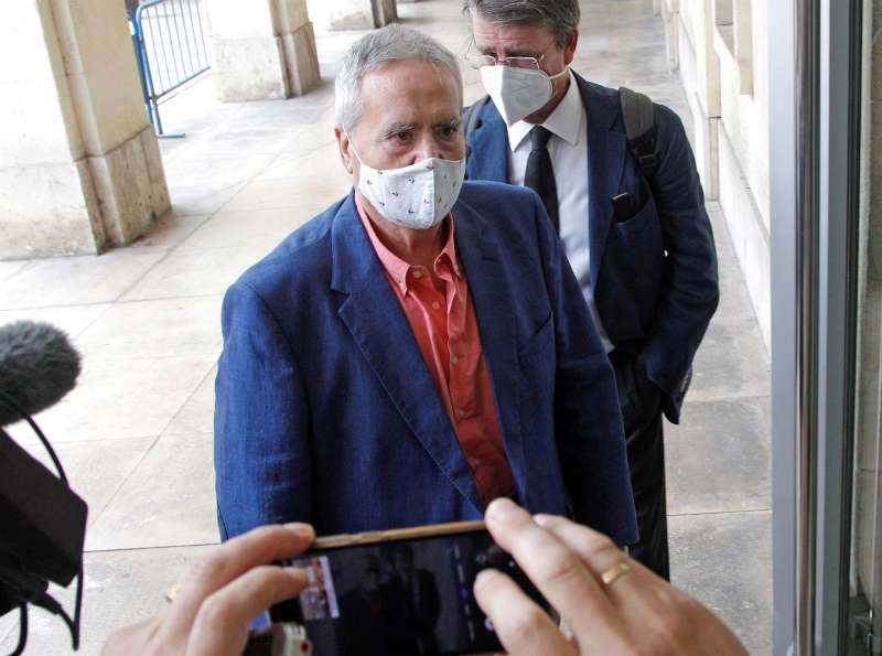 El exalcalde de Alicante Luis Diaz Alperi, a su llegada a la Audiencia Provincial para el juicio por el presunto amaño del PGOU (Plan General de Urbanismo de Alicante) entre 2008 y 2010, una de las ramas del denominado