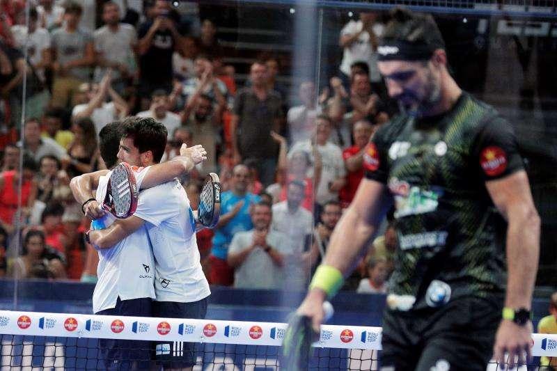 Ale Galán y Pablo Lima, campeones del Valencia Open Los jugadores Pablo Lima (i) y Alejandro Galán celebran su victoria sobre Agustín García Silingo y Adrián Allemandi. EFE