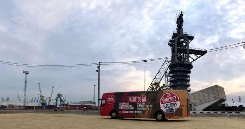 Autobús de la campaña de Ciudadanos en Port de Sagunt. EPDA
