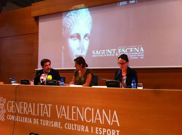 La directora general de Teatres, la consellera de Turisme, Cultura i Esport, y el alcalde de Sagunto. EPDA