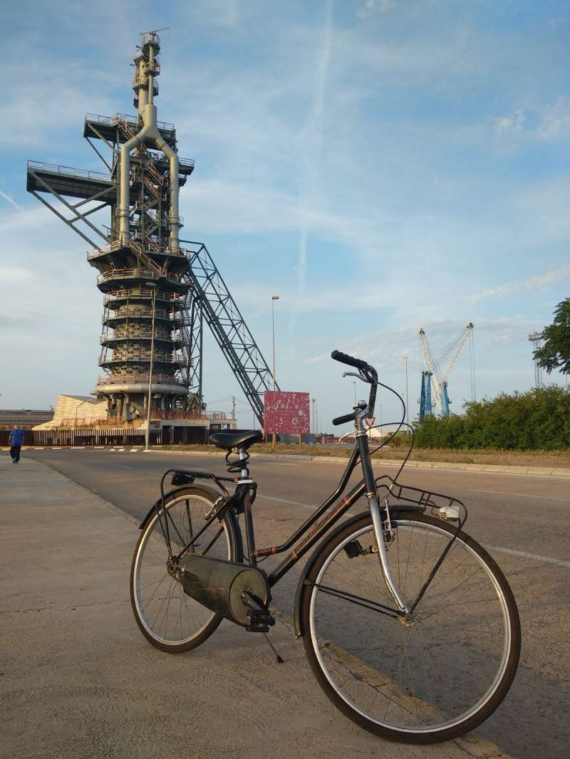 Una bicicleta junto al Horno Alto.