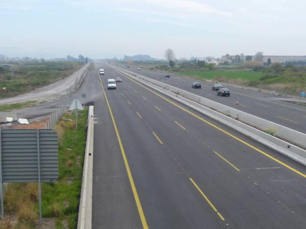 Tramo de la autovía V-21 en la que ya está diseñada la entrada directa al municipio de La Pobla de Farnals. EPDA