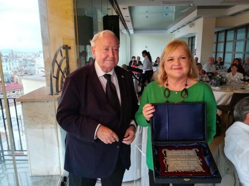 Carmen de Rosa, presidenta del Ateneo, y Francisco Momblanch, presidente de la Asociación de Cronistas del Reino de Valencia