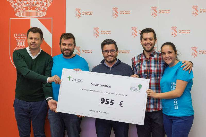 Entrega recaudación Marató Jove a la lucha contra el cáncer en Mislata. EPDA