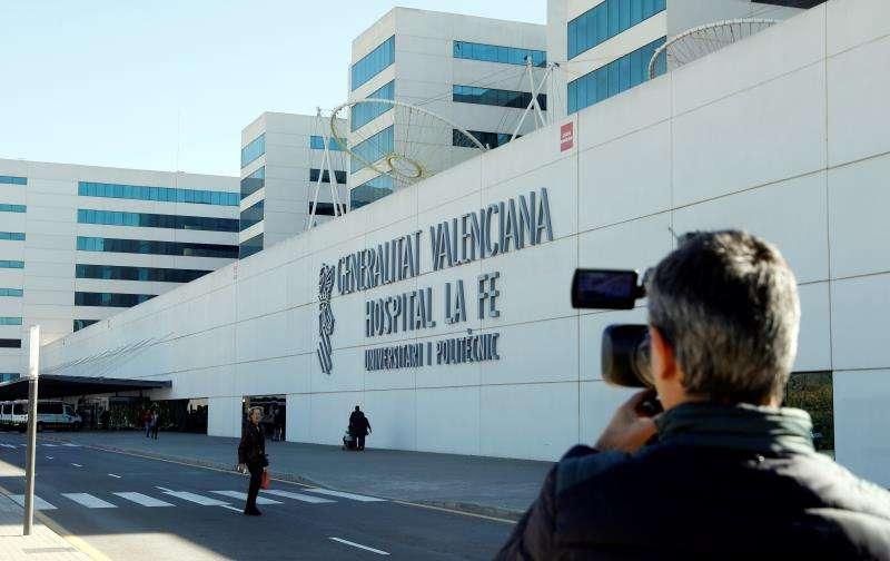 Exterior del hospital La Fe donde se encuentra ingresado un bebé. EFE/Archivo