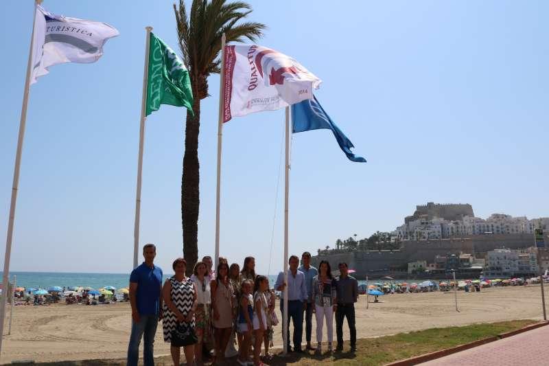 Peñíscola luce las banderas de calidad en sus playas. PRENSA PEÑÍSCOLA