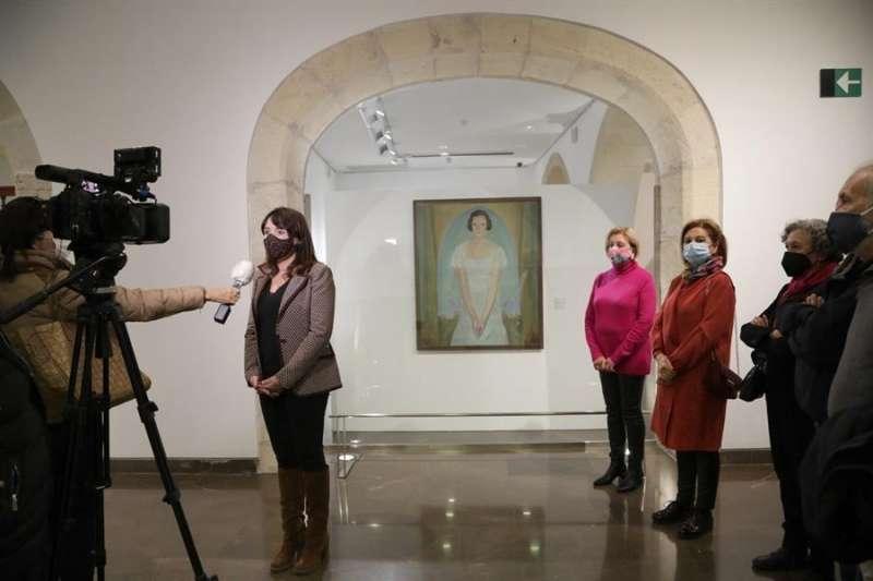 El Museo de Bellas Artes Gravina (Mubag) de Alicante ha recibido este martes el cuadro de Emilio Varela. EFE