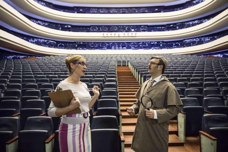 Detectives en la ópera.