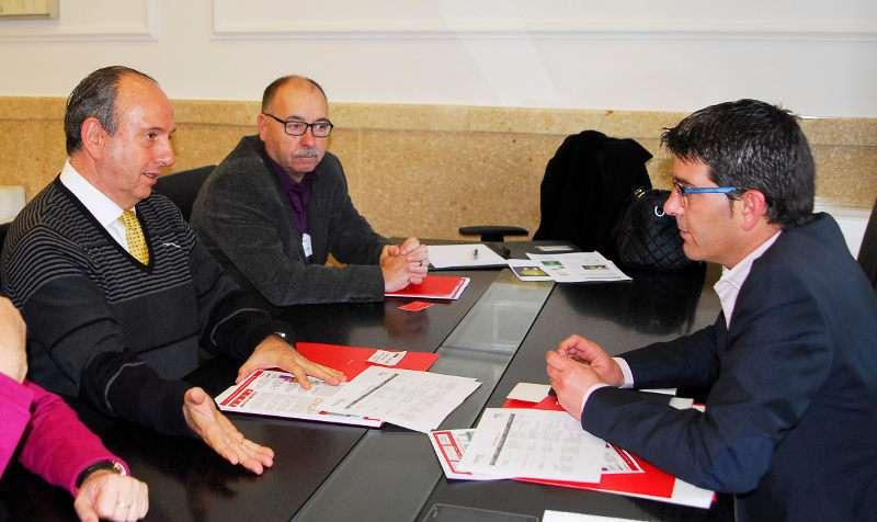 El presidente y el vicepresidente de FEVES, Miguel Miñana y Samuel Gramaje con Rodríguez