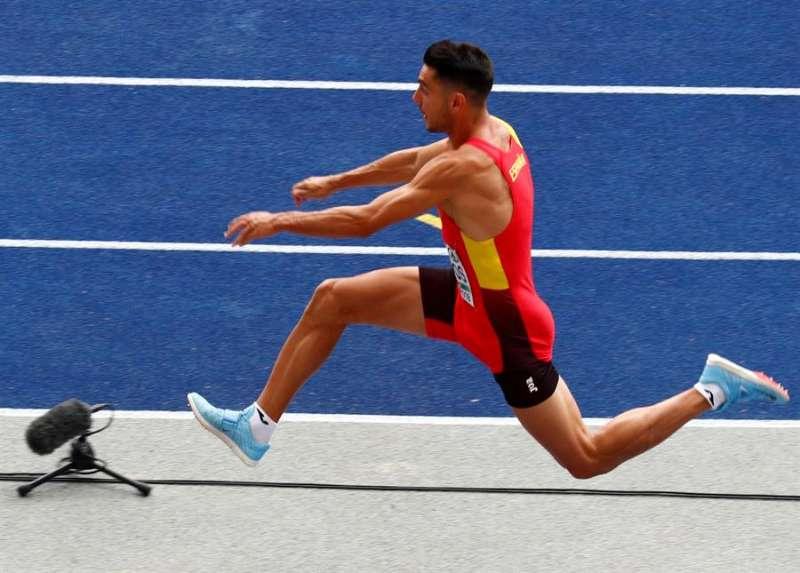 Pablo Torrijos en acción en la prueba de triple salto en los pasados Campeonatos de Europa de Atletismo. EFE/Archivo