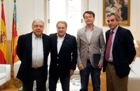 Aranda junto a Rus, el secretario del ayuntamiento y el diputado Caturla. FOTO: DIVAL