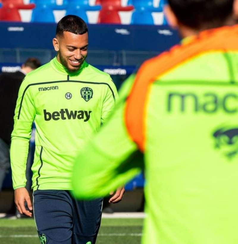 Vezo entrenando con el Levante, en una imagen difundida por el club.