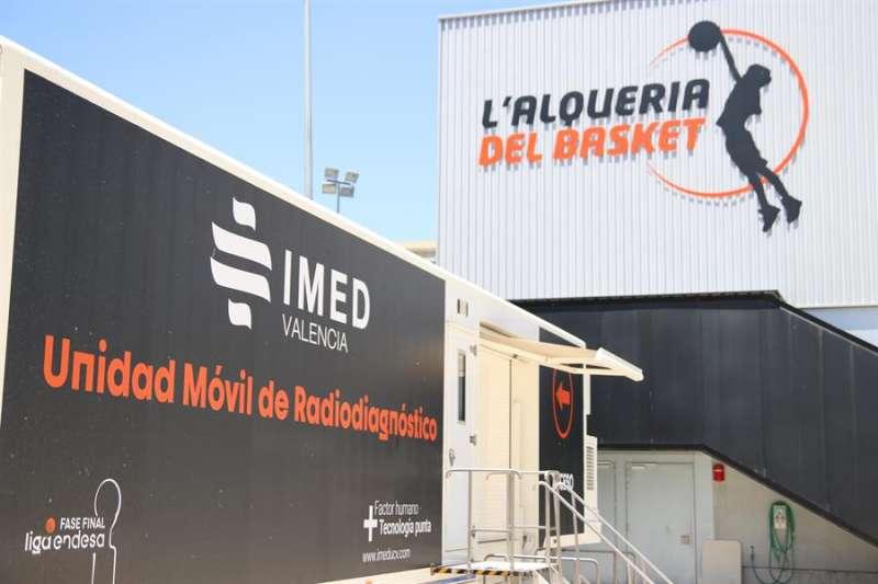 Un camión para resonancias completa el centro médico de L