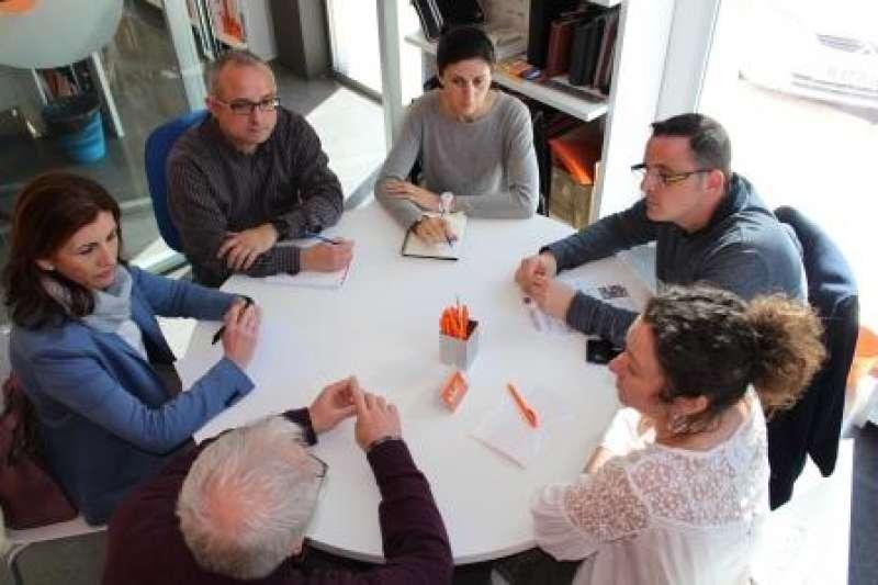 Reunió del regidor de Promoció Econòmica i Ocupació, Ivan Martínez, i representants de la Mancomunitat de Municipis de la Ribera Alta, amb el seu gerent Sergi López, per a abordar projectes europeus. EPDA