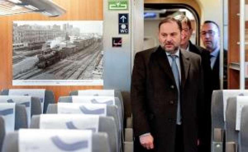 Ábalos, inaugura una exposición fotográfica sobre el 160 aniversario de la línea férrea Valencia-Madrid. EFE