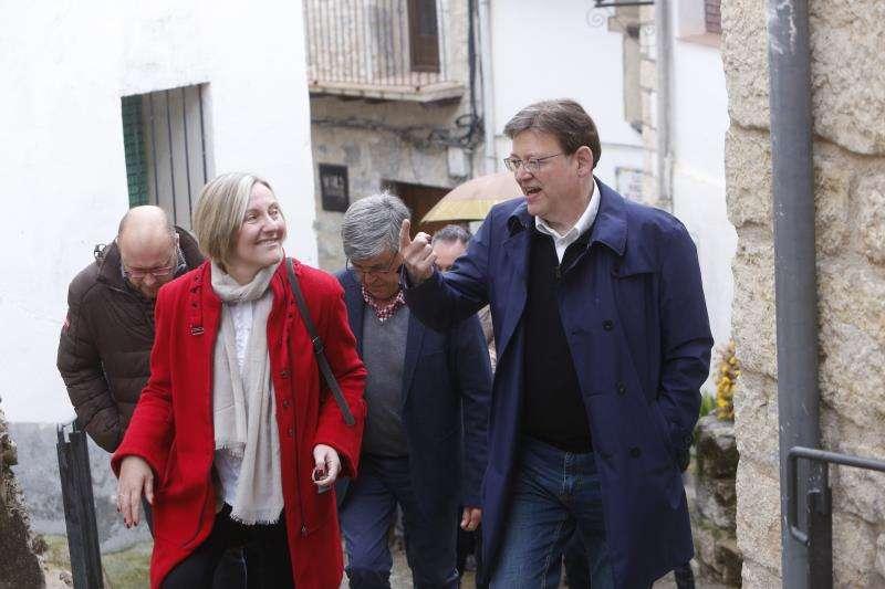 Puig con la consellera María José Salvador. EFE