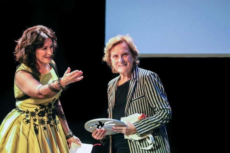 Liliana Cavani tras recibir la Palmera de Honor en la trigésima cuarta edición de la Mostra de València. EFE/Ana Escobar
