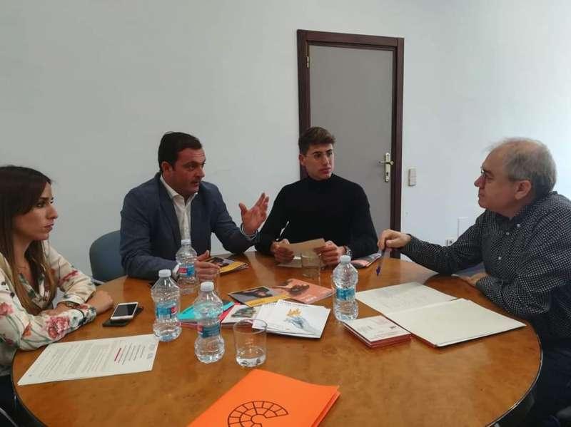 Reunión entre miembros del  equipo de gobierno y el director de CulturArts, Abel Guarinos, el pasado 8 de noviembre.