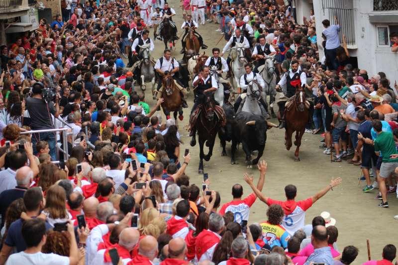 Un toro se adelantó al grupo
