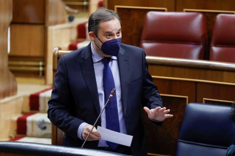 El ministro de Transportes, José Luis Ábalos, durante la sesión de control al Gobierno en el Congreso