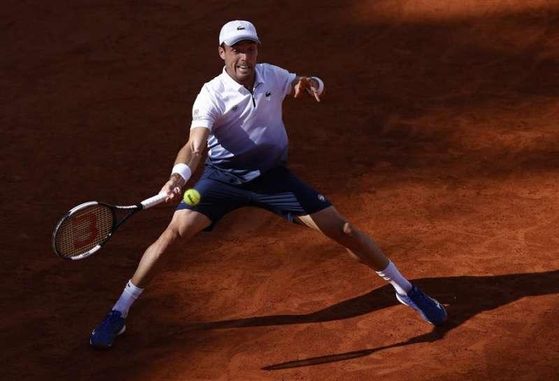 Bautista disputando un partido en Ronald Garros