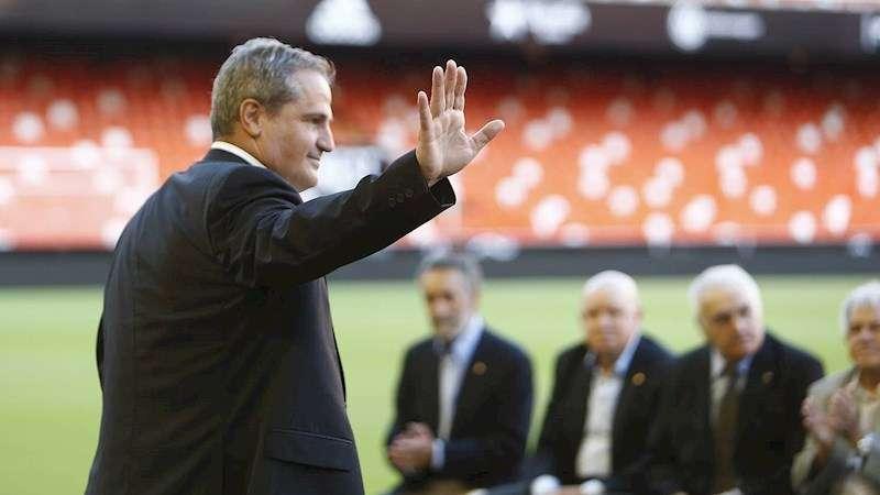 Cuxart, en una imagen del Valencia CF difundida en su página web.