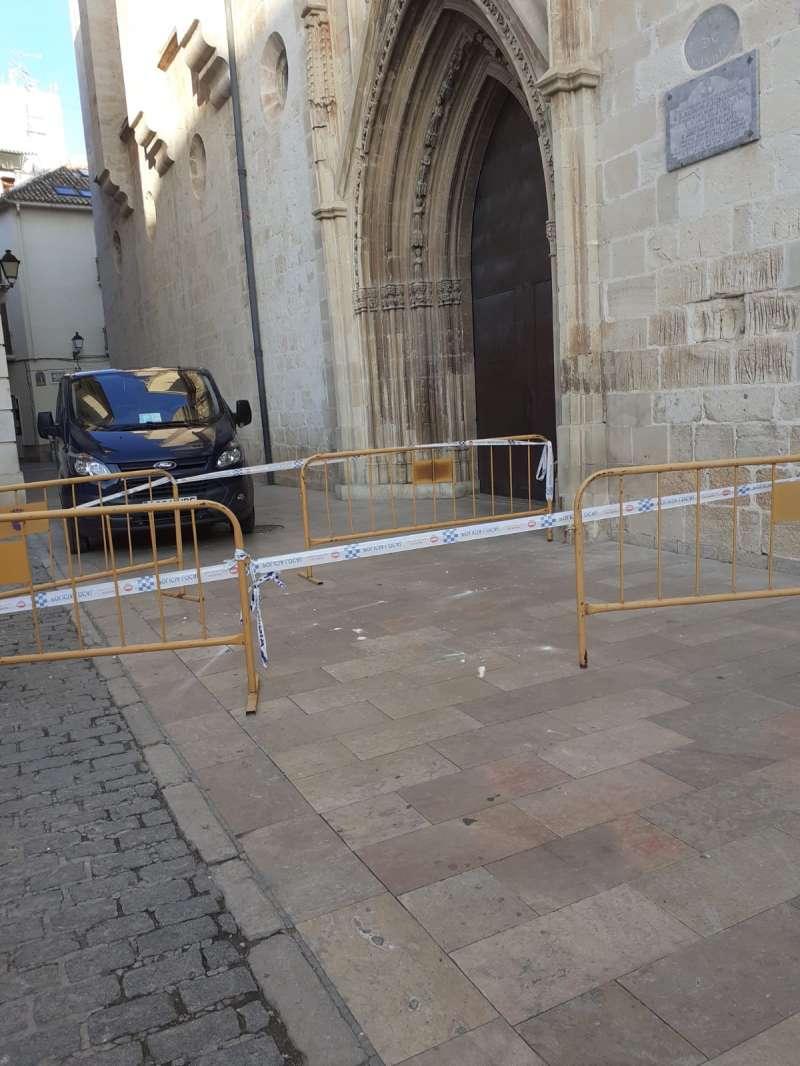 Desprendimientos en la Puerta de Santa María.
