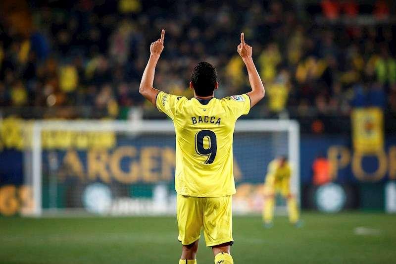 El delantero colombiano del Villarreal, Carlos Bacca, celebra un gol. EFE