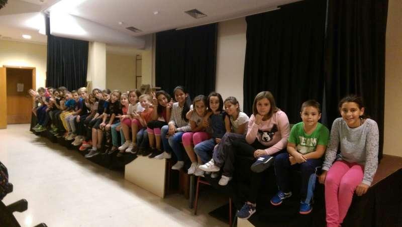 Alumnos que participan en la escuela de teatro