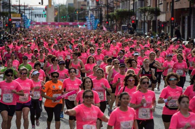 Participantes en una de las carreras de la Mujer dela pasada edición, en una imagen facilitada por al Ayuntamiento de València. EFE