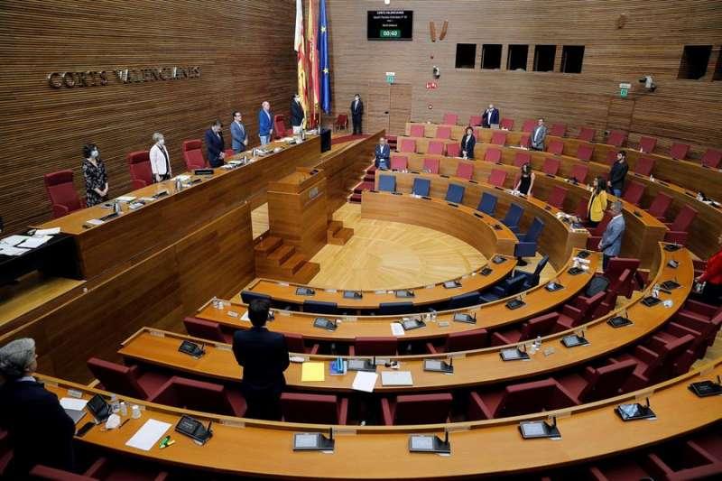 Imagen de archivo de un pleno de Les Corts Valencianes. EFE/Manuel Bruque/Archivo