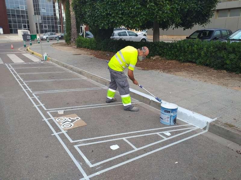 Trabajos de pintura vial en el Parque Tecnológico de Paterna. EPDA