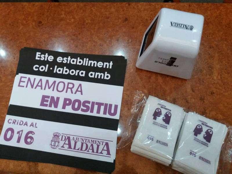 Servilletas contra la violencia de género en Aldaia. EPDA