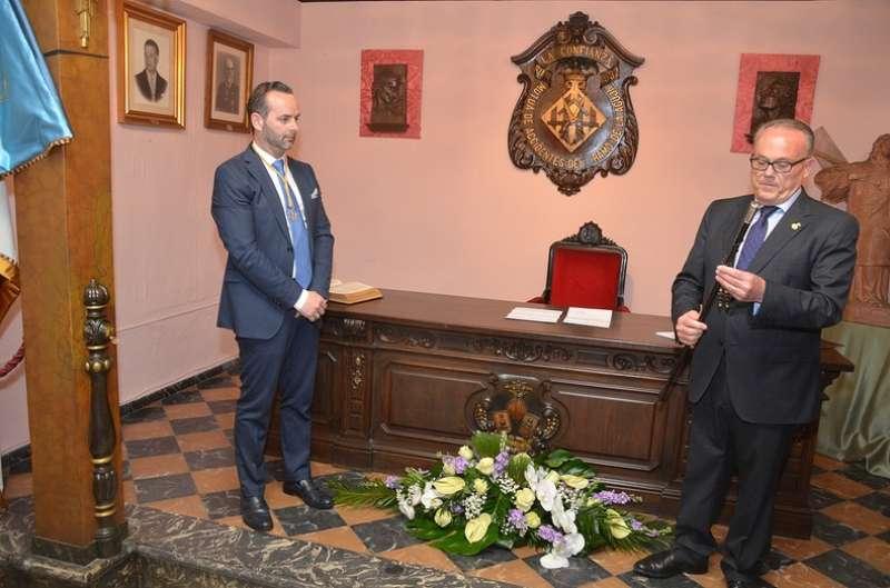 D. Manuel Camarasa entrega la Vara de Mando a Fran Tochena