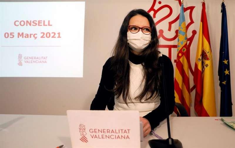 La vicepresidenta y Portavoz del Gobierno valenciano, Mónica Oltra, durante la rueda de prensa posterior al pleno del Consell. EFE/Ana Escobar.