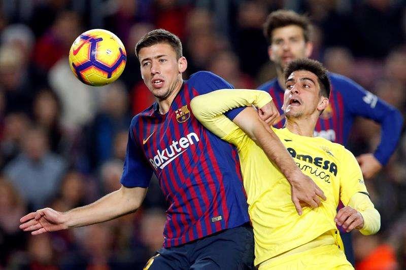 El centrocampista del FC Barcelona, Carles Aleñá, celebra el segundo gol del equipo blaugrana durante el encuentro correspondiente a la jornada 14 de primera división que han disputado frente al Villarreal en el estadio del Camp Nou, en Barcelona. EFE