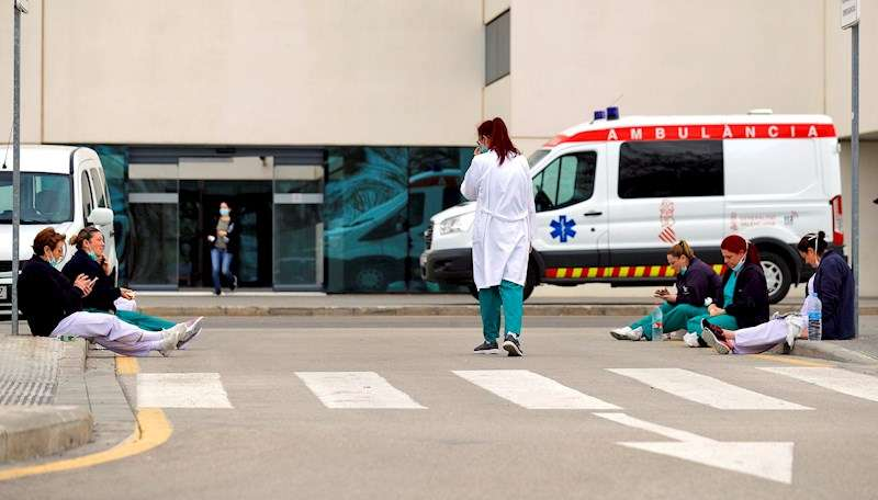 Personal sanitario del Hospital La Fe de Valencia. EFE