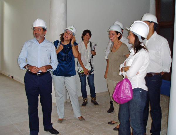 El alcalde y concejales en la visita a la obra. EPDA