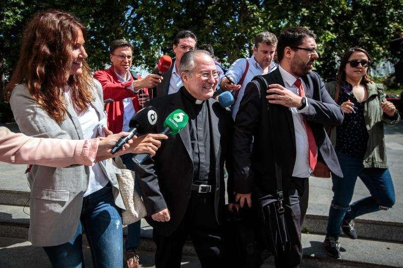El obispo auxiliar de Valencia Esteban Escudero, tras declarar como investigado por supuestas irregularidades en los contratos para la visita del papa a València en 2006. EFE