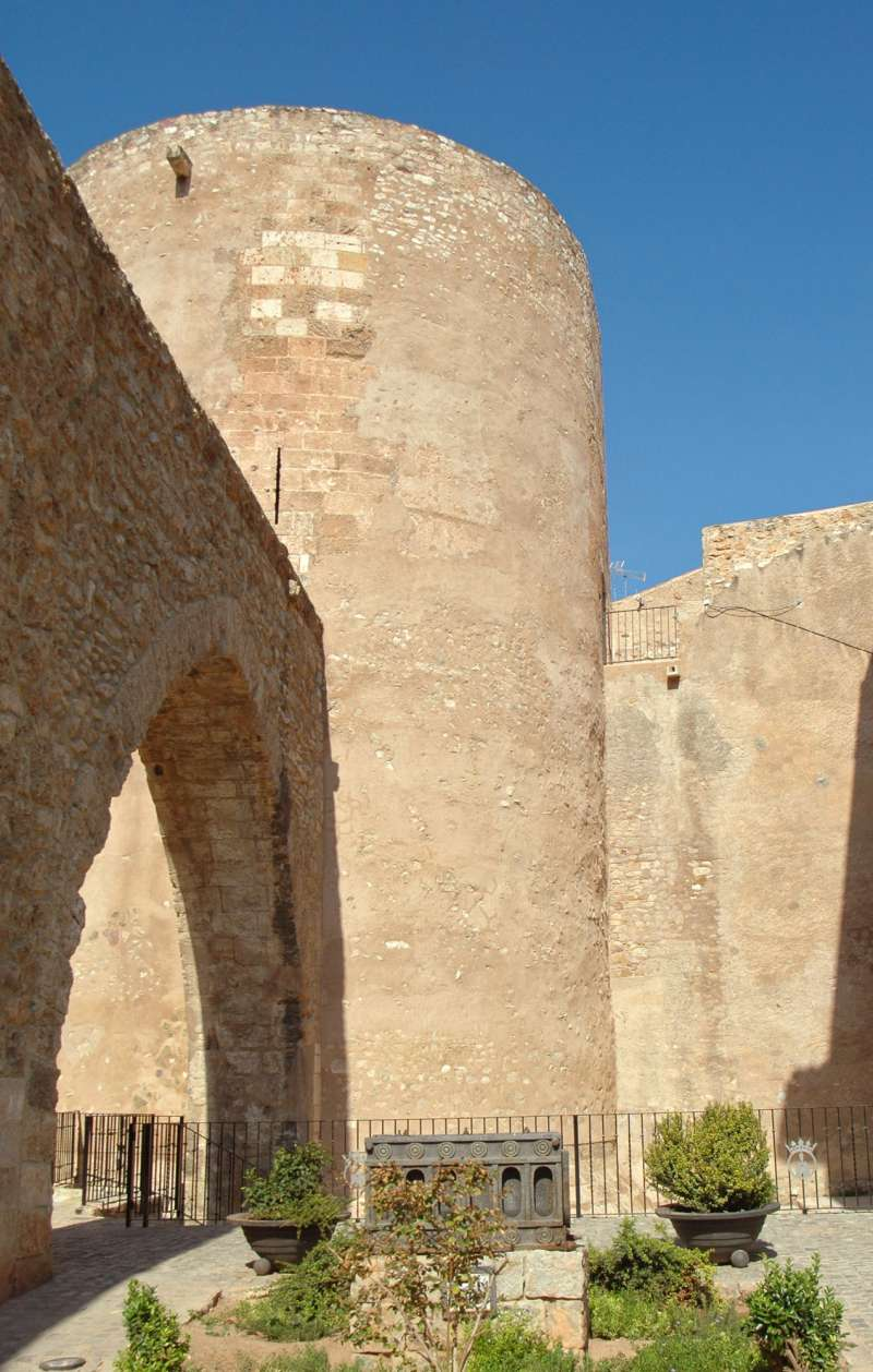 Torre del Bochí y acueducto medieval