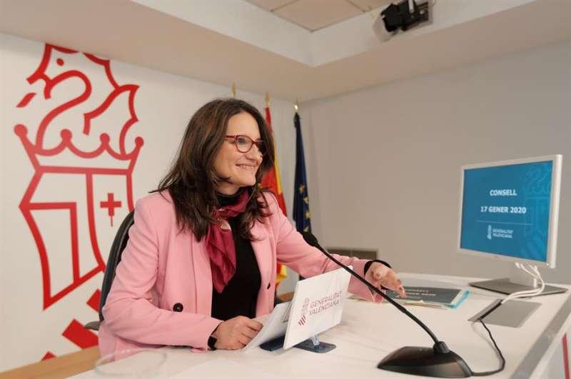 La vicepresidenta y portavoz del Gobierno valenciano, Mónica Oltra, durante la rueda de prensa. EFE/Kai Försterling