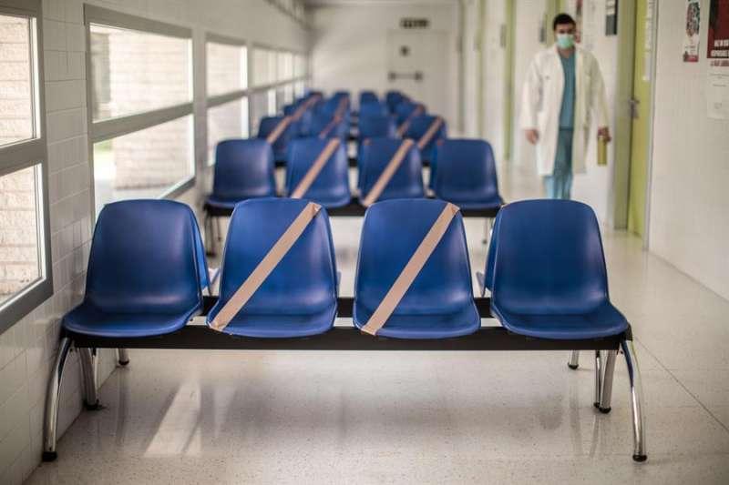 Sala de espera del centro de salud Juan XXIII., en Valencia. EFE/Biel Aliño/Archivo