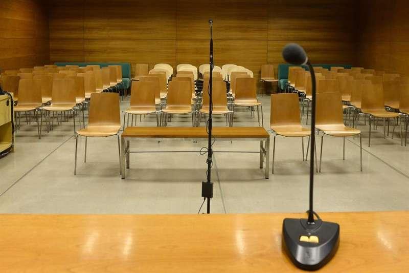 Vista de una sala de juicios vacía. EFE