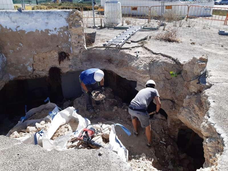 Trabajos en la cueva de Paterna. EPDA