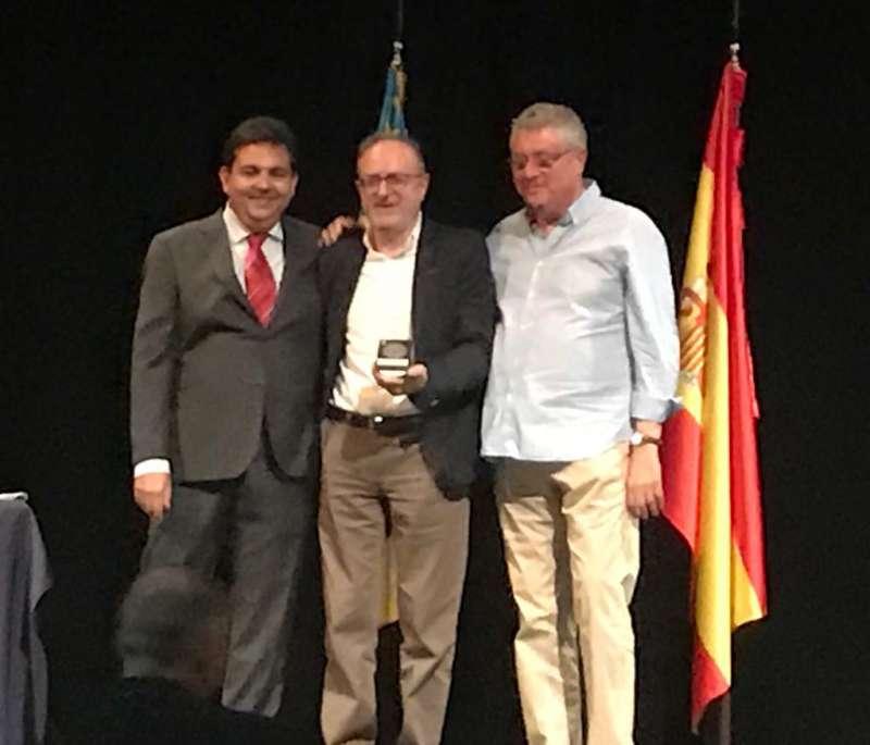 Miguel Chover recibe la Insignia de Plata. EPDA