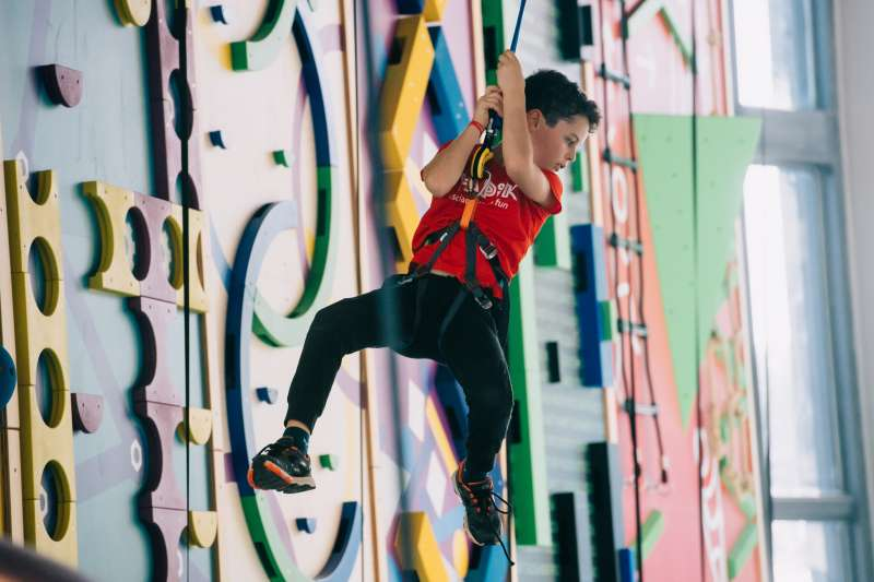 Imagen archivo de un niño en una actividad en Hapik. -EPDA