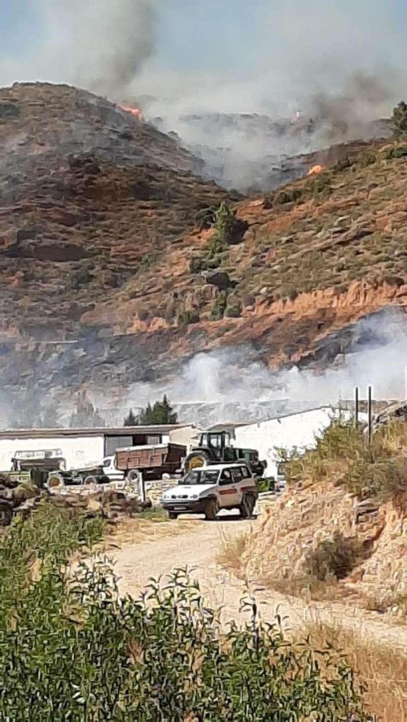 Imagen del incendio de Casas Bajas publicada por Emergencias de la Generalitat en su cuenta de Twitter. EFE