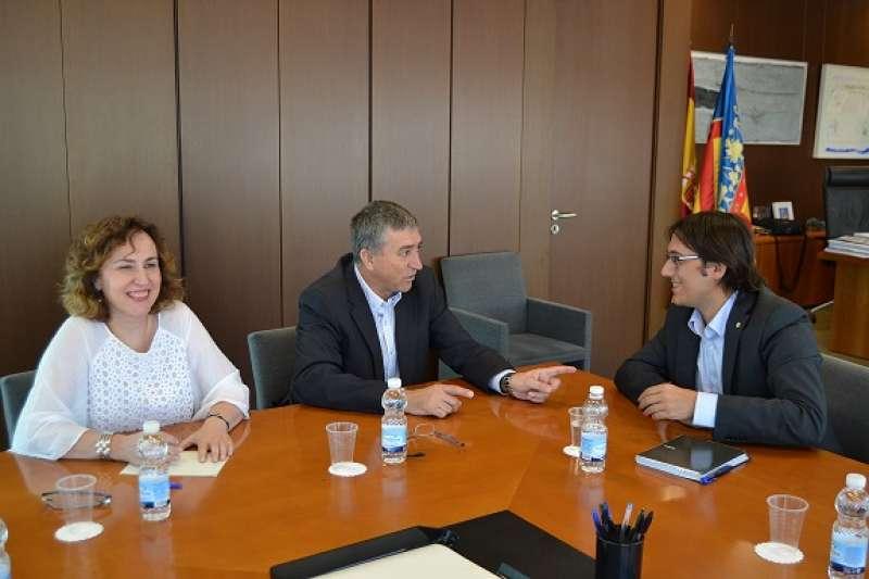 Climent con el conseller de Trabajo, Comercio e Industria de las Islas Baleares, Iago Negueruela i Vázquez, y la directora general de Industria, Júlia Company