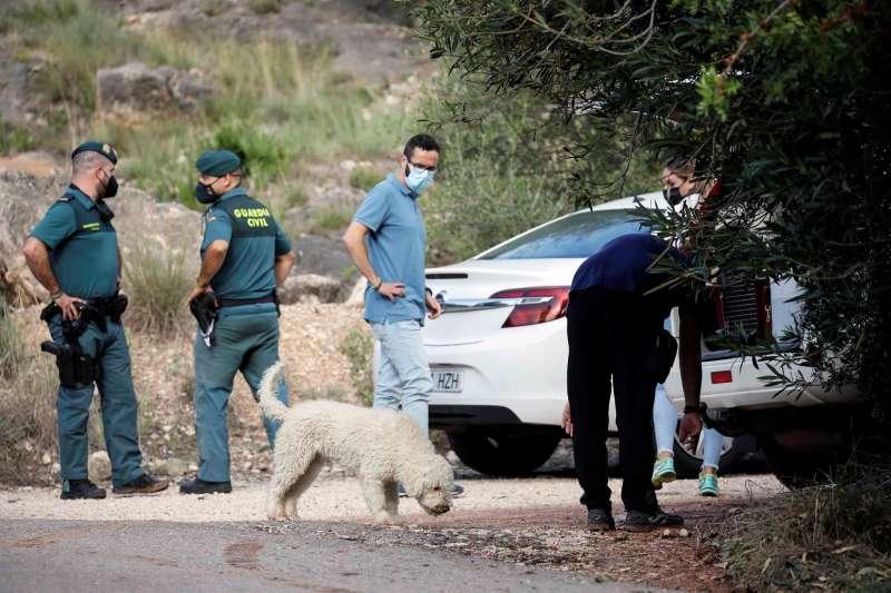 Agentes de la unidad canina de la Guardia Civil participan en las labores de búsqueda del cuerpo de Marta Calvo. efe